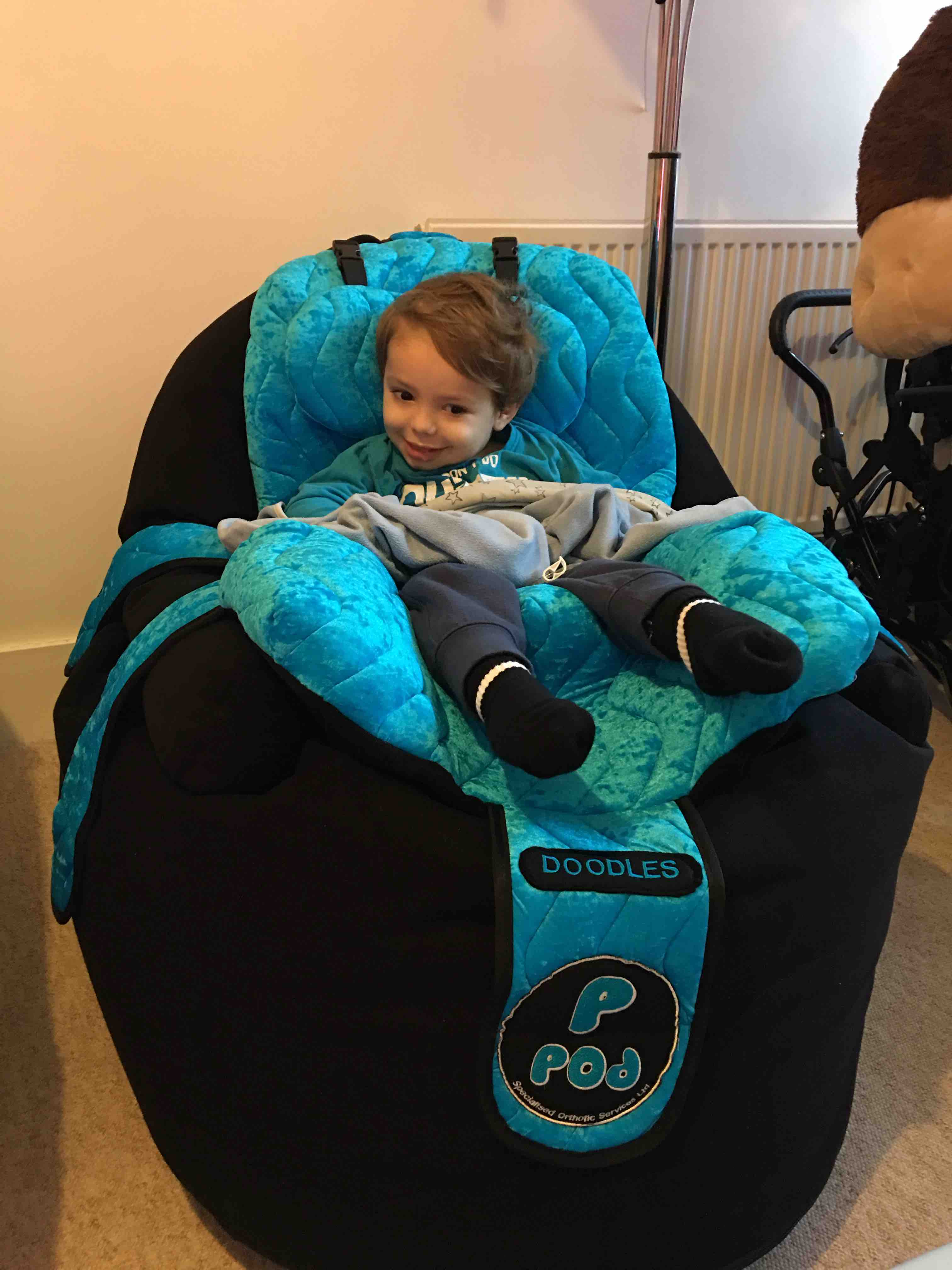 Exceptionnel Dougie In His New Pea Pod Chair ! He Loves It U0026 Its Personalised With His  Nick Name Doodles!