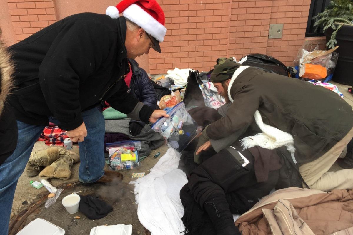 Christmas Helping Homeless.Fundraiser By Kristen Roessel Christmas For The Homeless