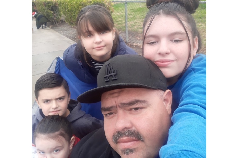 A Family Man and 3 of His Kids Die in Christmas Tree Fire